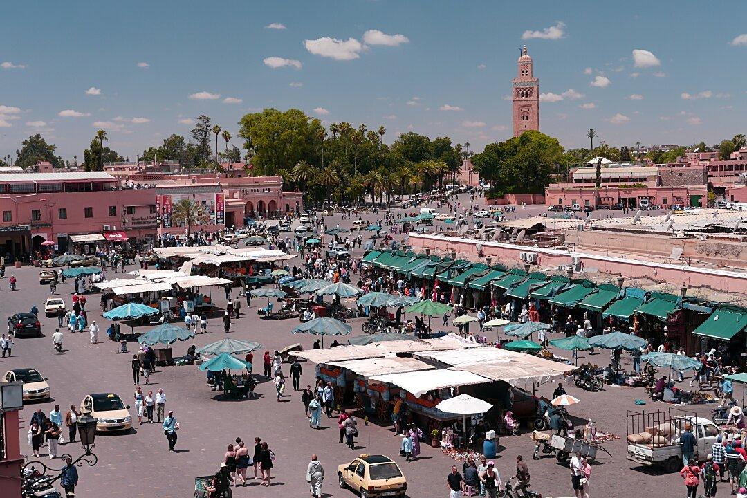 P1040885_Marrakech-place-Djemma-el-Fna[1]